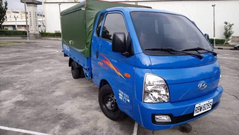 Hyundai 小霸王 3.25噸 9.5呎 篷式貨車 自排/ automatic